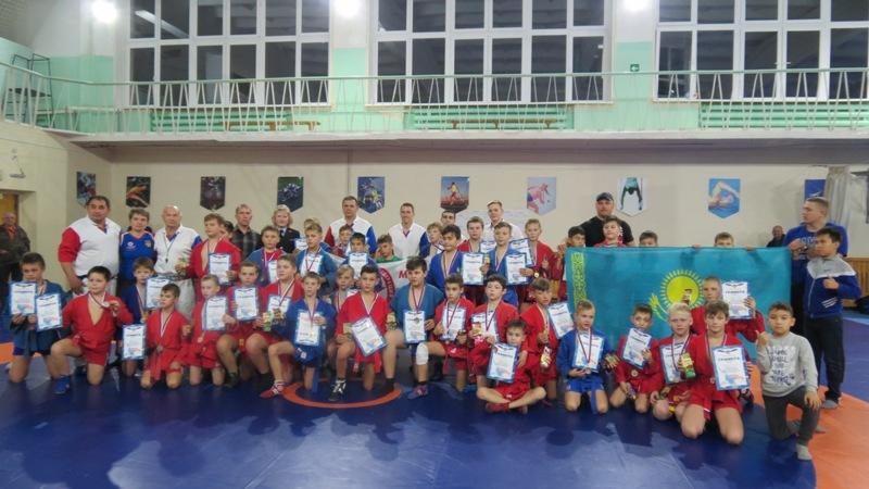В Сатке состоялся турнир по борьбе самбо среди младших юношей и девушек памяти погибшего милиционера